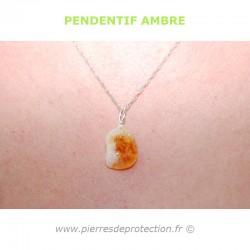 Le pendentif Ambre est réputé pour résoudre les problèmes de peau, de rhumatismes, ou pour les allergies.